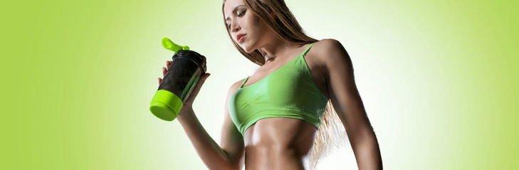 Девушка и спортивное питание