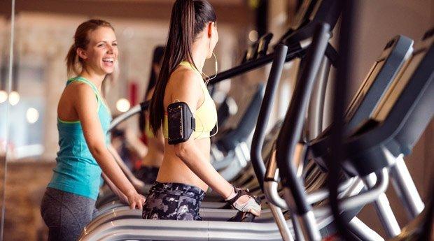 Фитнес девушки в спортзале