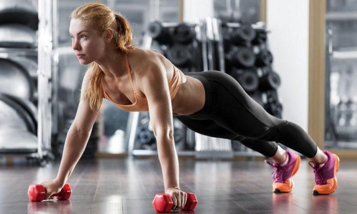 Кроссфит в спортзале фото