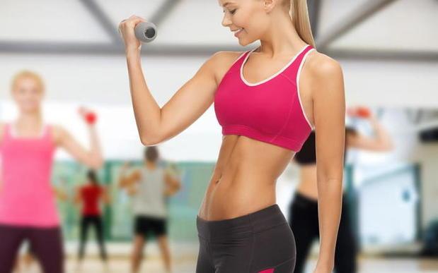 Спортивная девушка фитнес