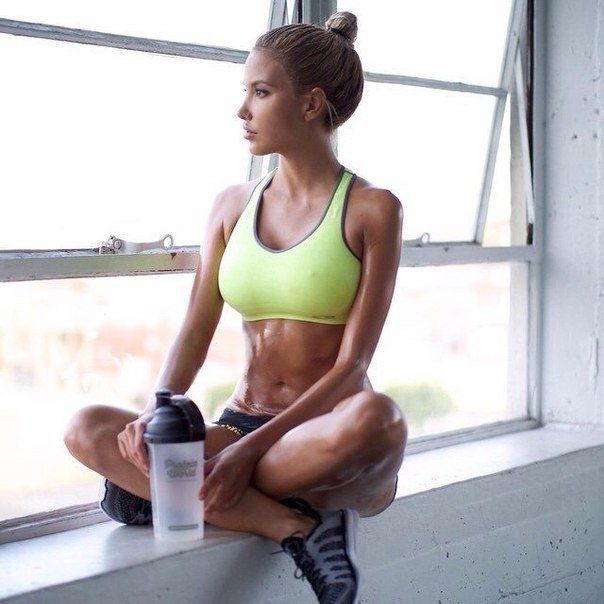 Спортсменка после тренировки